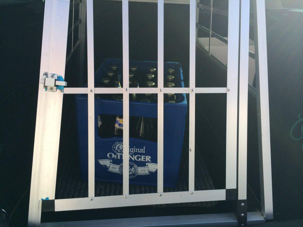 Hundetransportbox mit Einkauf
